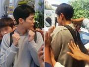 """""""Thái tử"""" Park Bo Gum giật mình khi bị fan Philippines luồn tay vào áo"""