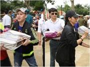 Nguyên Vũ, Trương Thị May vất vả khuân đồ tặng đồng bào miền Trung