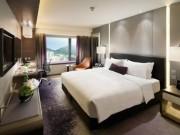 Lý do khách sạn nào cũng sắp đặt 4 chiếc gối trên giường