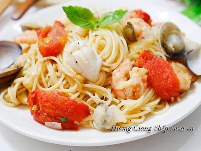 Mỳ Ý xào hải sản thơm ngon ai ăn cũng thích