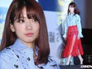 Diện váy ren xuyên thấu, Park Shin Hye khoe đôi chân dài lấp ló