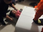 Clip Eva - Giải cứu bé gái Trung Quốc 2 tuổi bị kẹt trong máy giặt