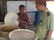 Mua sắm - Giá cả - Phát hiện cơ sở sản xuất bánh kẹo từ nguyên liệu hết hạn