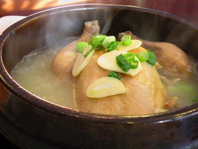 Đổ gia vị này vào miệng gà trước khi làm thịt, gà hầm sẽ rất nhanh nhừ không cần nồi áp suất