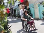 Bán kem nuôi vợ bệnh tim, cụ ông chỉ mong có tiền cho vợ chữa bệnh