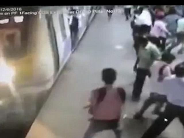 Cô gái trẻ chết thảm vì bị tên cướp giật dây chuyền rồi đẩy vào tàu đang chạy