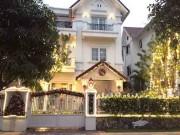 Nhà đẹp - Ngắm ngôi nhà Giáng sinh 'sáng' nhất Hà Nội chỉ mất... 7 giờ trang trí