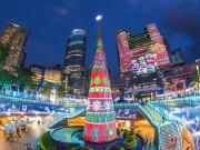 """Du lịch - Ngỡ ngàng, tòa nhà 30 tầng được """"gói"""" trong hộp quà Noel"""