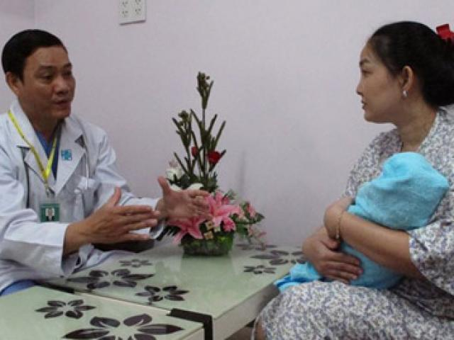 Quá kiêng cữ sau sinh, mẹ và bé dễ mắc bệnh gì?