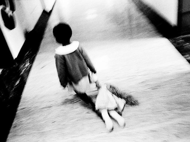 Ám ảnh với loạt hình ảnh những đứa trẻ từng bị lạm dụng tình dục