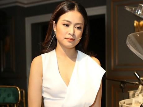 10 năm sau scandal, Hoàng Thùy Linh ra mắt tự truyện, nói lời xin lỗi Vàng Anh