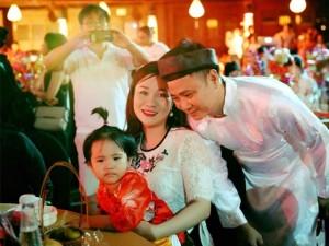 Sao Việt 24h: Trung thu lung linh, hạnh phúc của Tự Long bên vợ và con gái bé bỏng