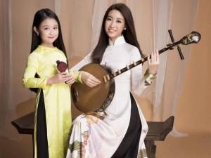 Bé gái Cần Thơ và Hoa hậu Việt Nam 2016 đọ sắc khi cùng mặc áo lụa truyền thống