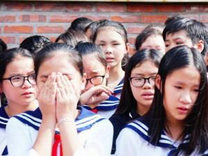 Hơn 1.000 học sinh hát vang bài ca Lương thế Vinh trong nước mắt tiễn biệt thầy Văn Như Cương