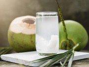 3 tháng cuối thai kỳ, bà bầu có nên uống nước dừa không?