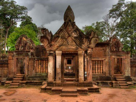 Linh đường của những nữ chiến binh Khmer: Banteay Srei