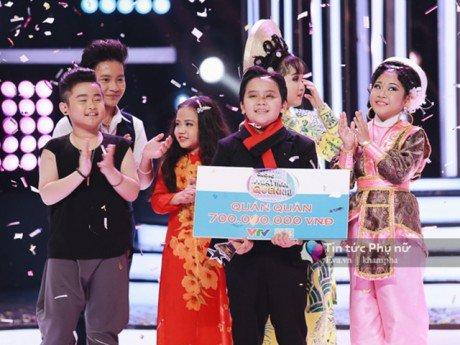 Cậu bé Ốc mỡ Thụy Bình đoạt ngôi Quán quân Gương mặt thân quen nhí 2017 với giải 700 triệu