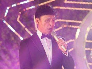 Danh ca Tuấn Ngọc 70 tuổi vẫn tràn đầy phong độ trên sân khấu