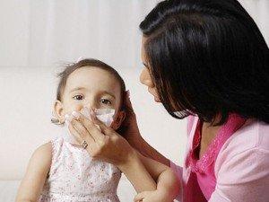 Bác sĩ chỉ cách chăm sóc trẻ bị viêm mũi dị ứng trong những ngày thay đổi thời tiết
