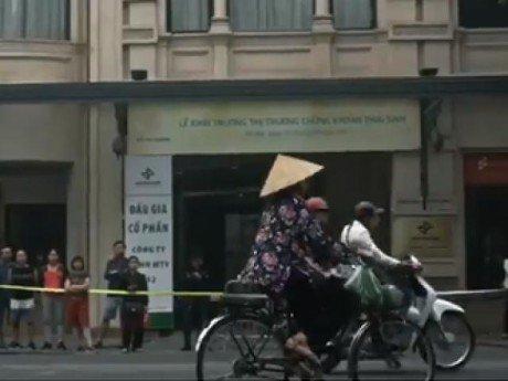 Hình ảnh người phụ nữ Việt Nam xuất hiện đầu tiên trong video cảm ơn của tổng thống Mỹ