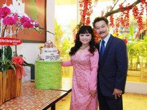 Ở tuổi 61, danh ca Hương Lan vẫn coi chồng con là điểm tựa tinh thần