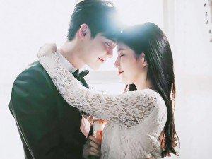 Vừa chia tay Lee Min Ho, Suzy đã kịp mặc váy cưới và hôn Lee Jong Suk đắm đuối