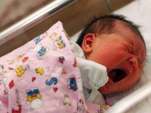 Trẻ 4 tháng tuổi ngủ ít, bỏ sữa đêm là do thiếu chất gì?