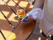 Nhà đẹp - Chị em tha hồ dọn dẹp nhà cửa sạch bất ngờ chỉ nhờ lon bia uống dở của chồng