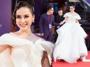 """Angela Phương Trinh """"chơi trội"""" diện đầm phát sáng đến trao giải tại MAMA 2017"""