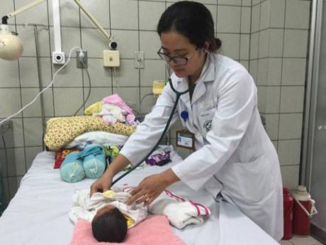 Vụ 4 trẻ sơ sinh tử vong ở Bắc Ninh: Bé nặng nhất chuyển lên Bạch Mai giờ ra sao?