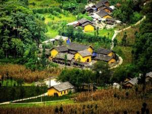 Ở Hà Giang, có một ngôi nhà cổ đẹp lạ ẩn mình giữa cao nguyên đá