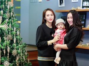 Phan Như Thảo đưa con gái Bồ Câu đi đón gió lạnh ở Hà Nội