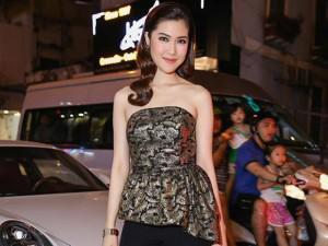 Siêu mẫu Thu Hằng tự lái siêu xe đi sự kiện cùng Nam Cường, Bảo Anh