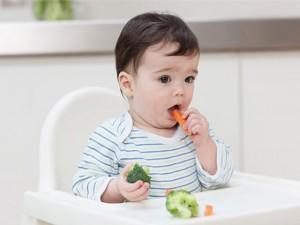 Nguyên nhân bé ăn nhiều rau mà vẫn bị táo bón