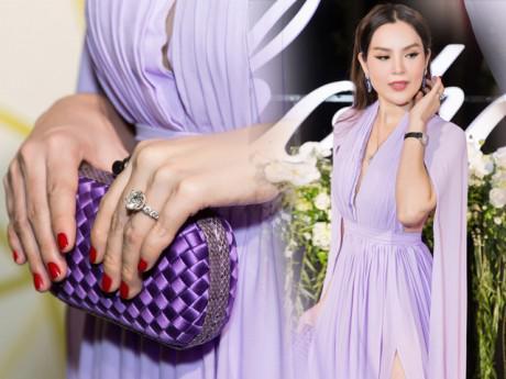 """Hoa hậu """"ba con"""" Phương Lê khoe nét quyến rũ bên bộ trang sức xấp xỉ 2,5 tỉ"""