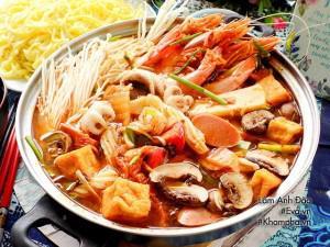 Cách nấu lẩu kim chi hải sản Hàn Quốc chua cay ngon đúng vị