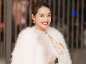 Nhã Phương diện áo lông trắng muốt đẹp thuần khiết giữa Hà Nội lạnh giá