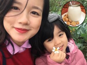 """Hot mom Minh Trang tự tay làm sữa hạnh nhân, con gái thích mê uống khi còn """"ấm hôi hổi"""""""