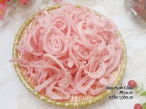Mứt dừa màu hồng đơn giản mà ngon