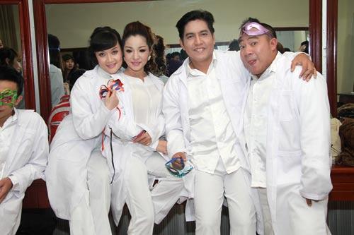 """showbiz tuan qua: nhung guong mat """"kho do"""" - 1"""