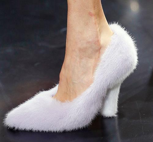 Celine tung mẫu giày lông xấu xí - 9