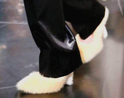 Celine tung mẫu giày lông xấu xí - 14