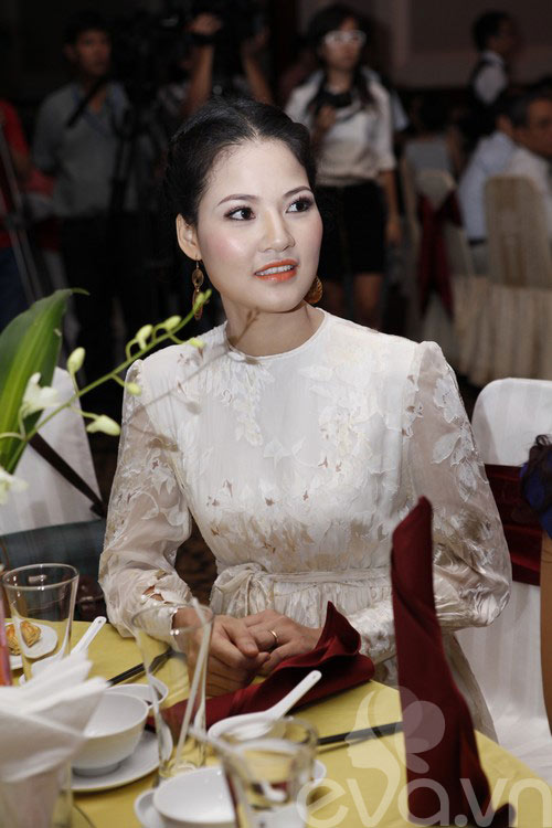 HH Trần Thị Quỳnh rạng rỡ bên Thu Hương-1