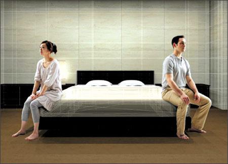 Thấy quần lót lạ ngay trên giường chồng-1