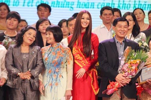 Khánh My duyên dáng bên mẹ chồng Hà Tăng-18