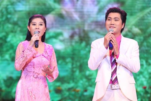 Khánh My duyên dáng bên mẹ chồng Hà Tăng-13