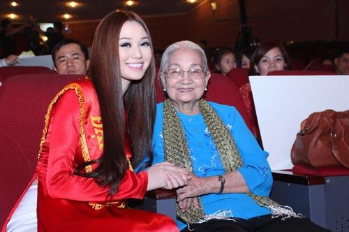 Khánh My duyên dáng bên mẹ chồng Hà Tăng-3