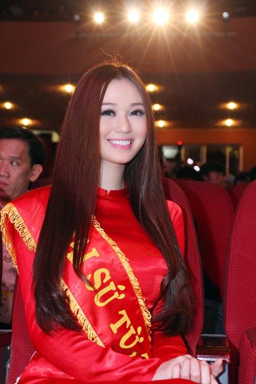 Khánh My duyên dáng bên mẹ chồng Hà Tăng-1