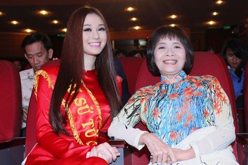 Khánh My duyên dáng bên mẹ chồng Hà Tăng-4