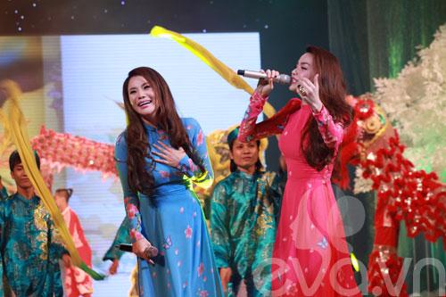 Hương Hồ, Hà Hồ tung hứng ăn ý-9